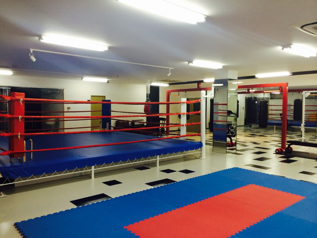 ボクシングリング:ボクシングフィットネススタジオ